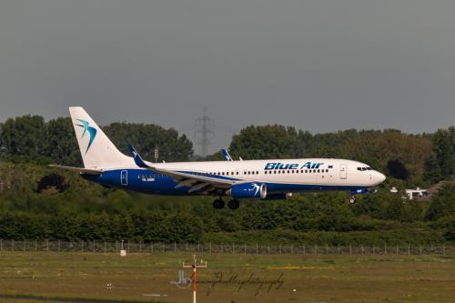 Boeing 737-829, YR-BMM